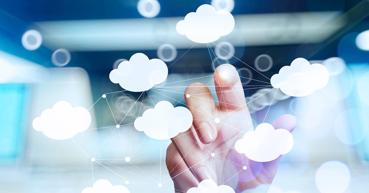 La principal característica que nos ayuda de determinar si una nube es pública o privada, es la capacidad de acceder a los servicios que el proveedor ofrece.